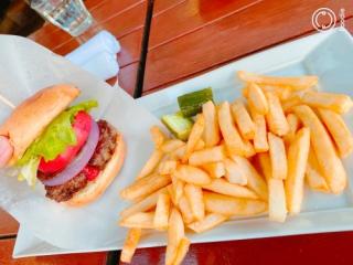 駒沢大学駅のランチのジョージ(駒沢食堂)のハンバーガー