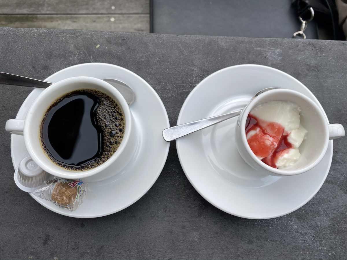 自由が丘 GULF's transit table(ガルフス トランジット テーブル)コーヒー、デザート