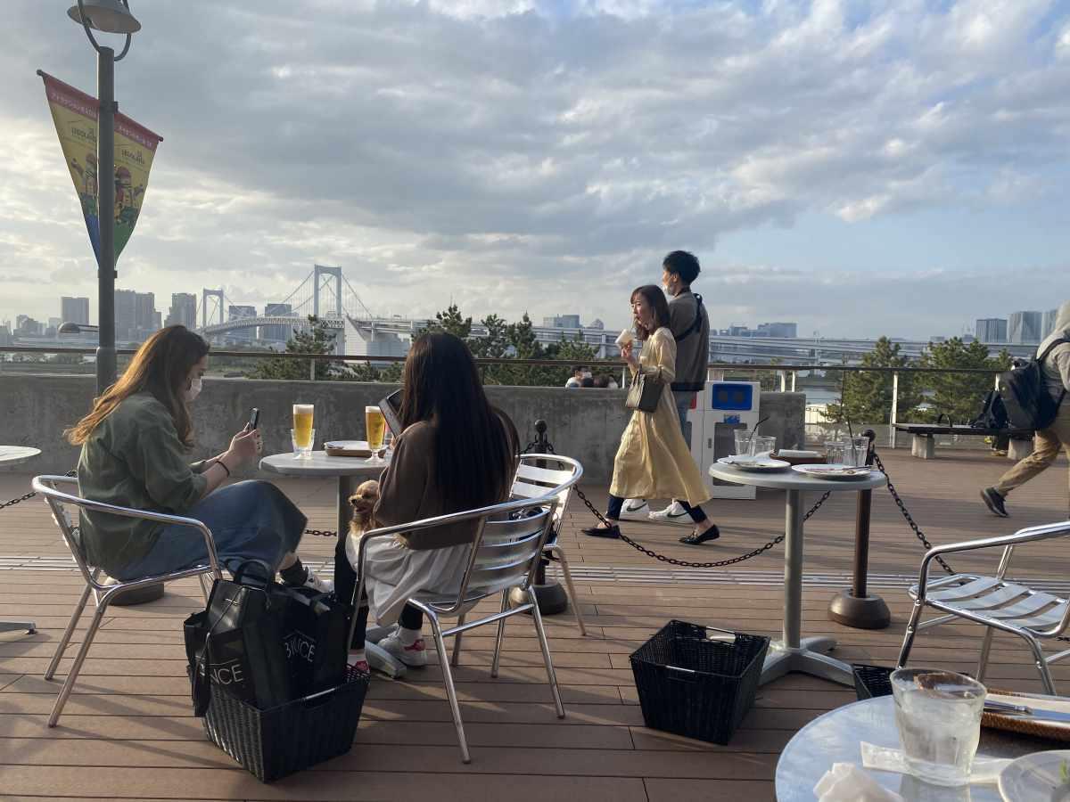 お台場、デックス東京ビーチのアンカーズのテラス席からの眺望