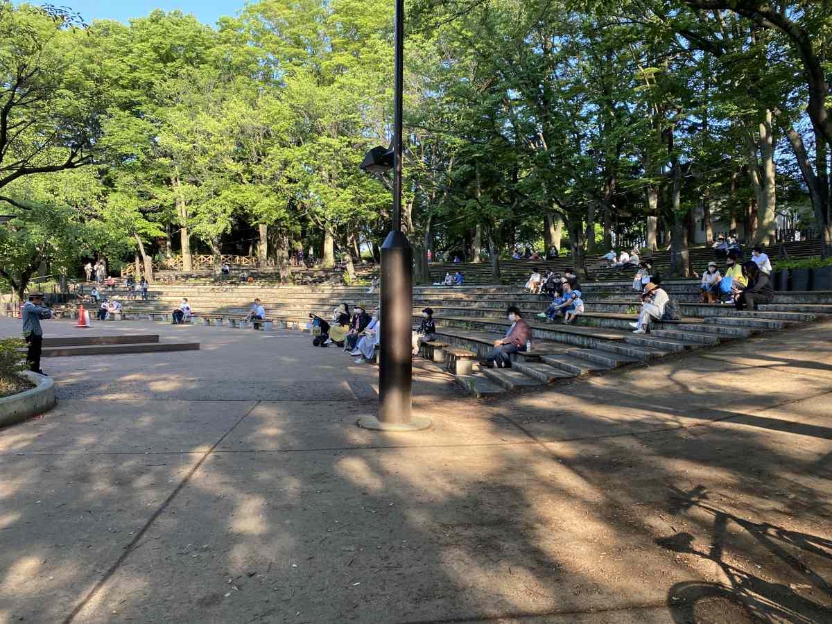 石神井公園、野外ステージとバイオリニスト