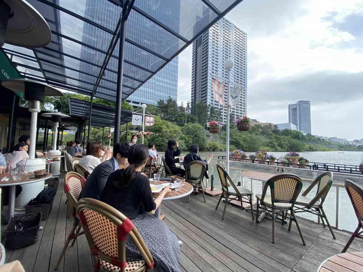 神楽坂・飯田橋のカナルカフェのテラス席の雰囲気