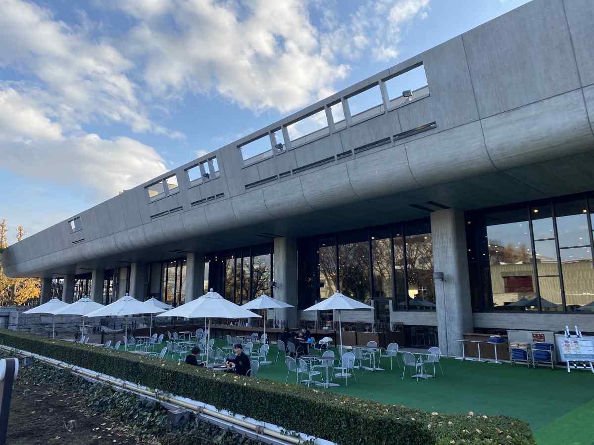 上野公園の「カフェひびき」のテラス席