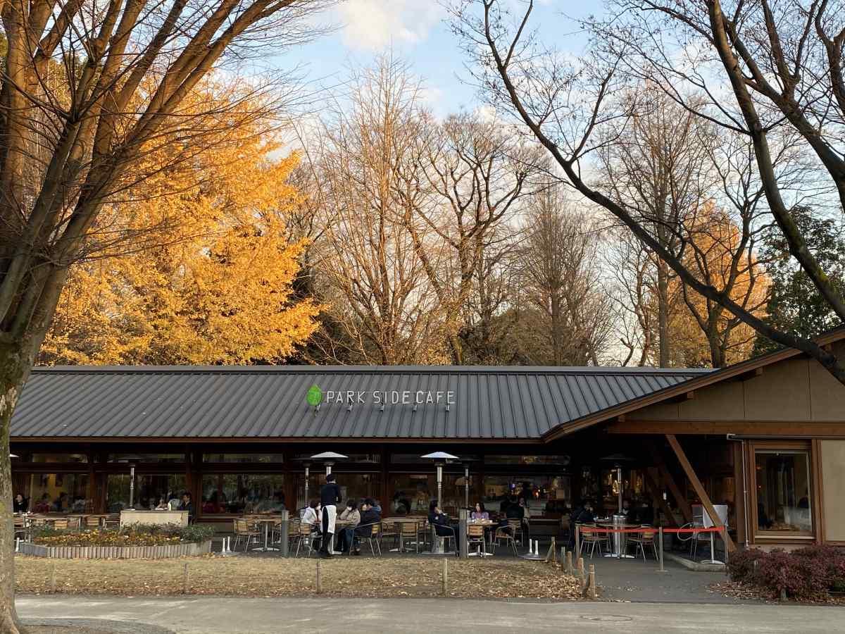 上野公園のパークサイドカフェの外観