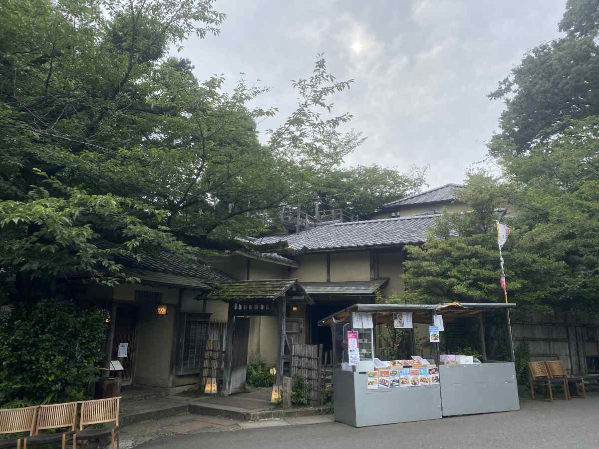上野公園の料亭のような食事処