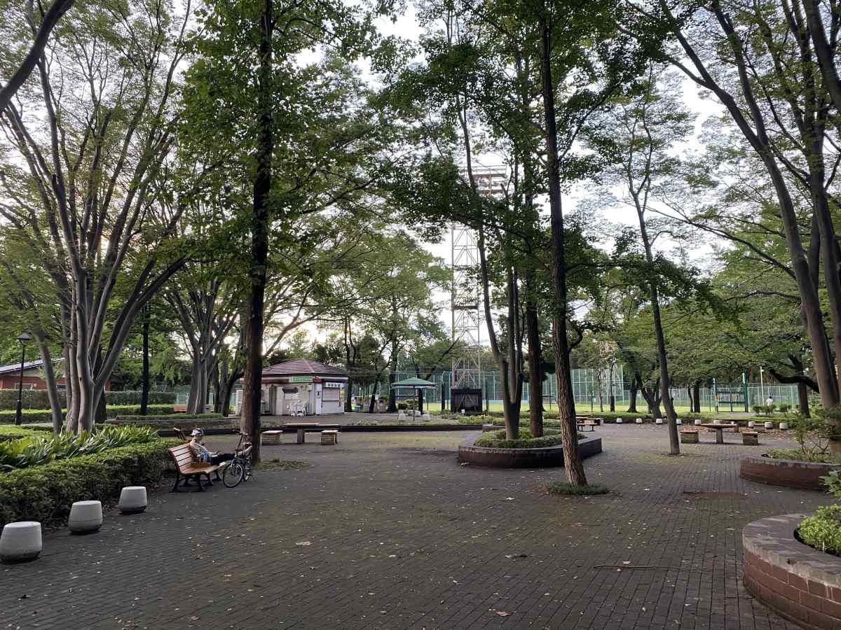城北中央公園の売店とテーブル席