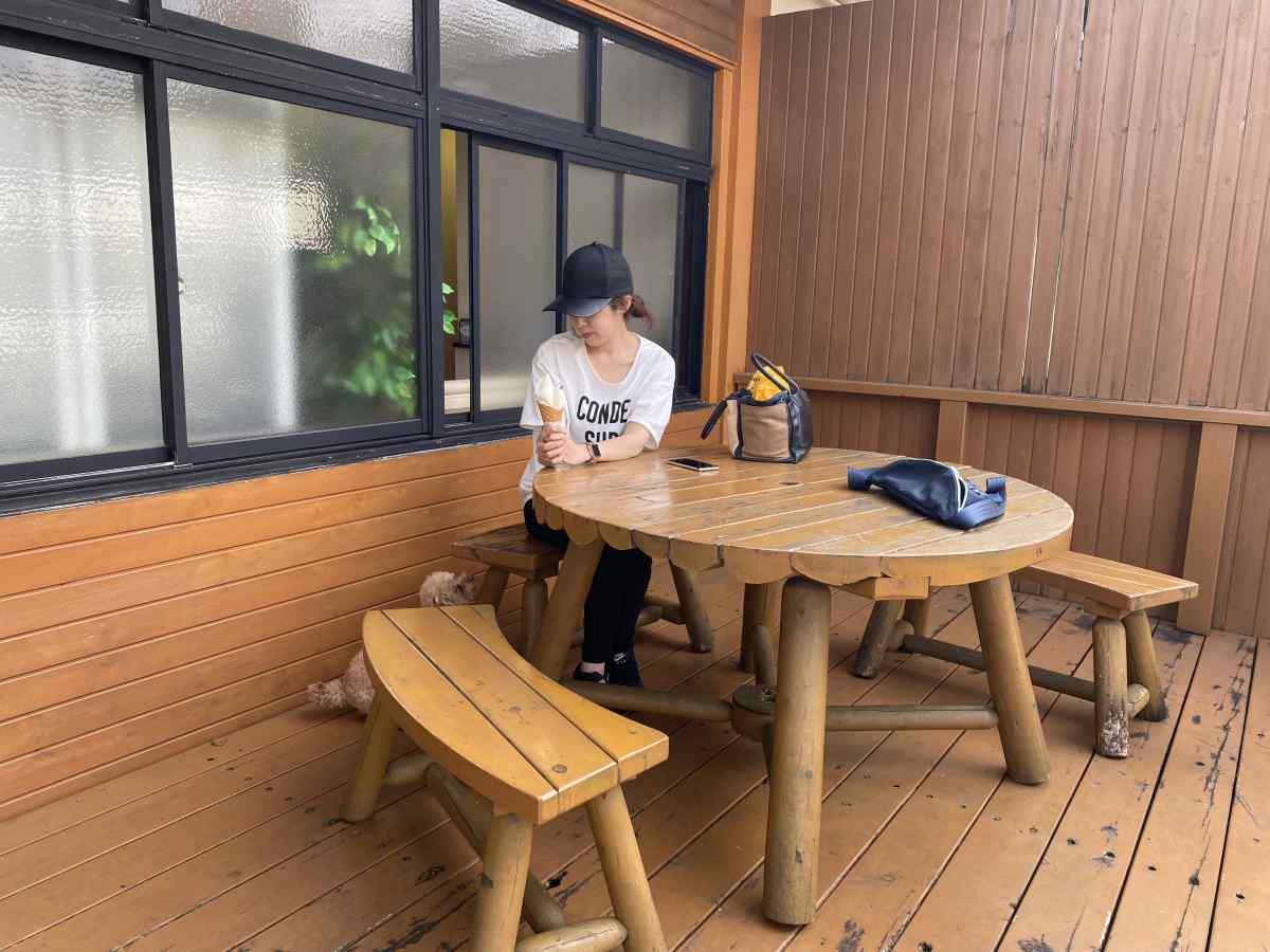 ナチュラ・ビータのテラス席@朝霞高原、まかいの牧場