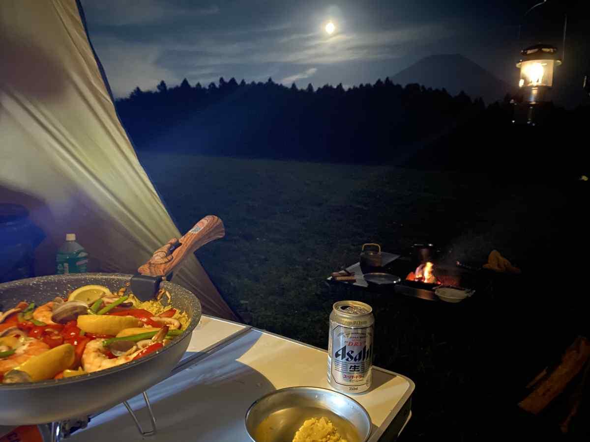 キャンプ場の夜の雰囲気