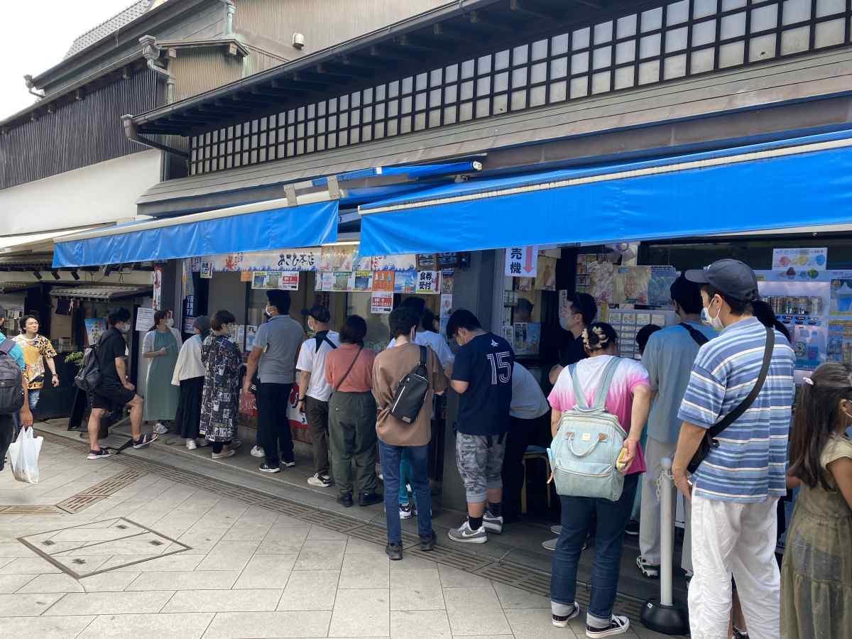 江の島の「あさひ」の「タコせんべい」ふもとの商店街