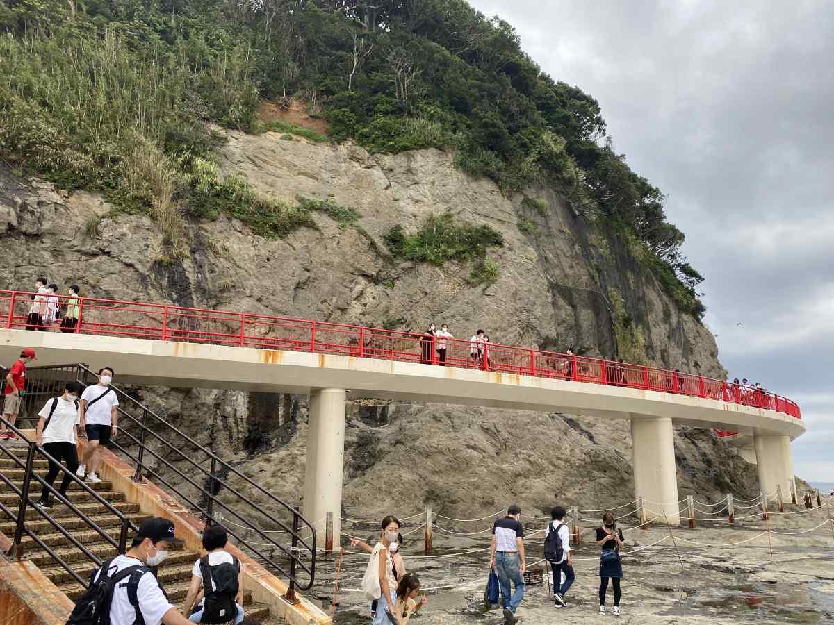 江の島の「稚児ヶ淵」の橋